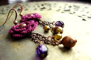 Вязаные украшения: вязаные крючком сережки.