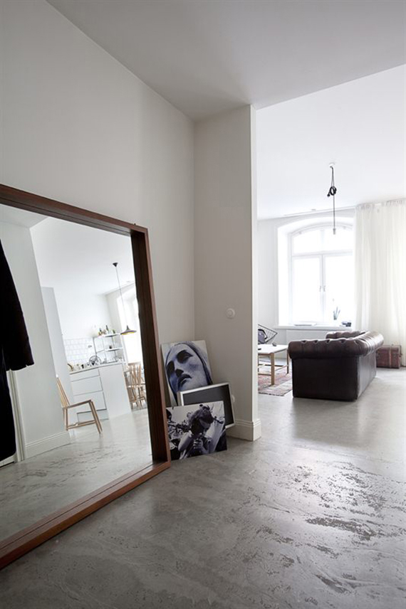 Decor trend: Floor mirrors | Image by Patric Johansson via Scandinavian Deko.