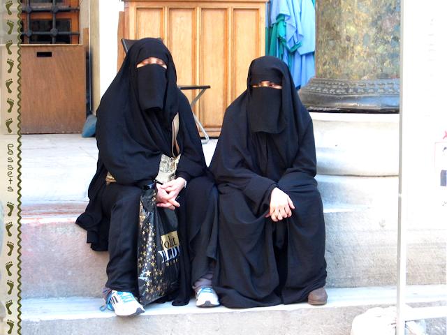 Frente a la Mezquita Nueva Estambul