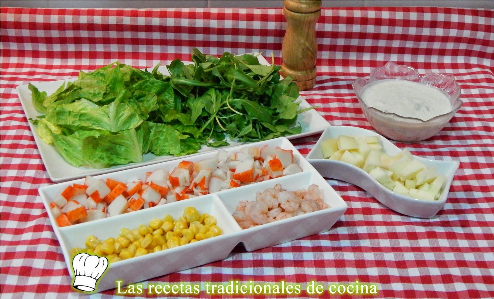 Receta fácil de ensalada de marisco con salsa de yogur y menta