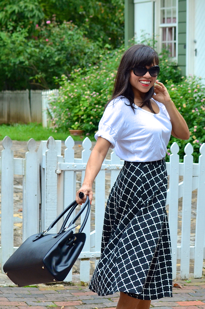 BLACK AND WHITE TREND STREET STYLE
