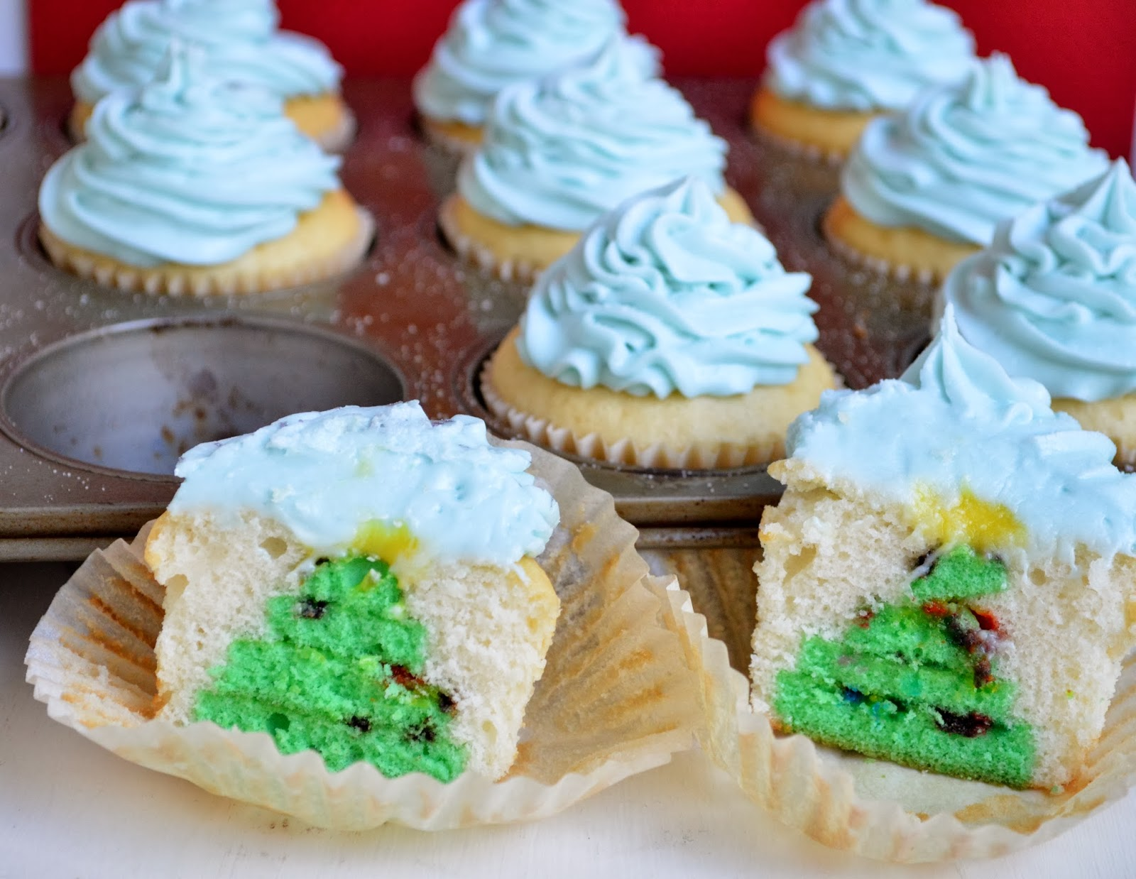 1600 x 1238 jpeg 253kB, Hidden Christmas Tree Cupcakes! Week 3 of the ...