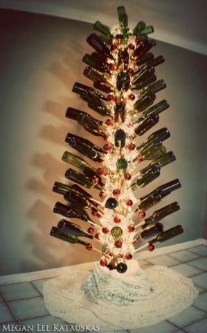 фото Ёлка из бутылок вина
