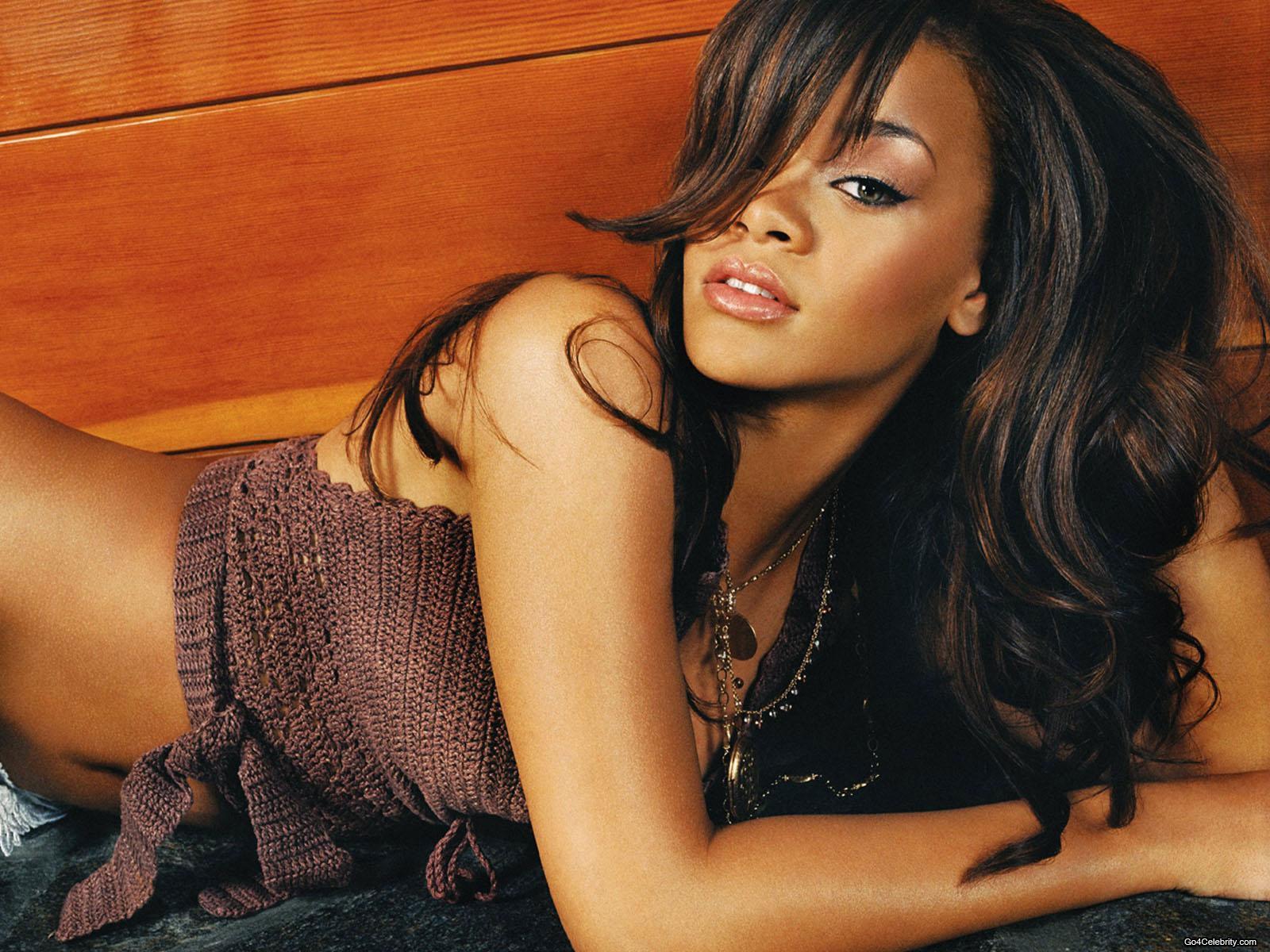 http://1.bp.blogspot.com/-SQAwHex2EaA/TWTR1E7dtLI/AAAAAAAABQw/8WvdYUO5WQM/s1600/Rihanna--i104760.jpg