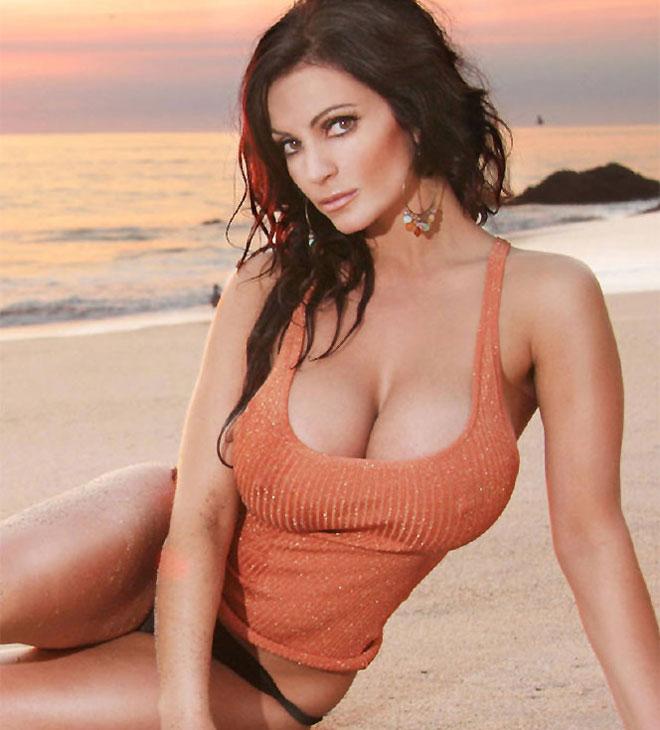 Top 10- Las 10 famosas con los mejores senos Naturales