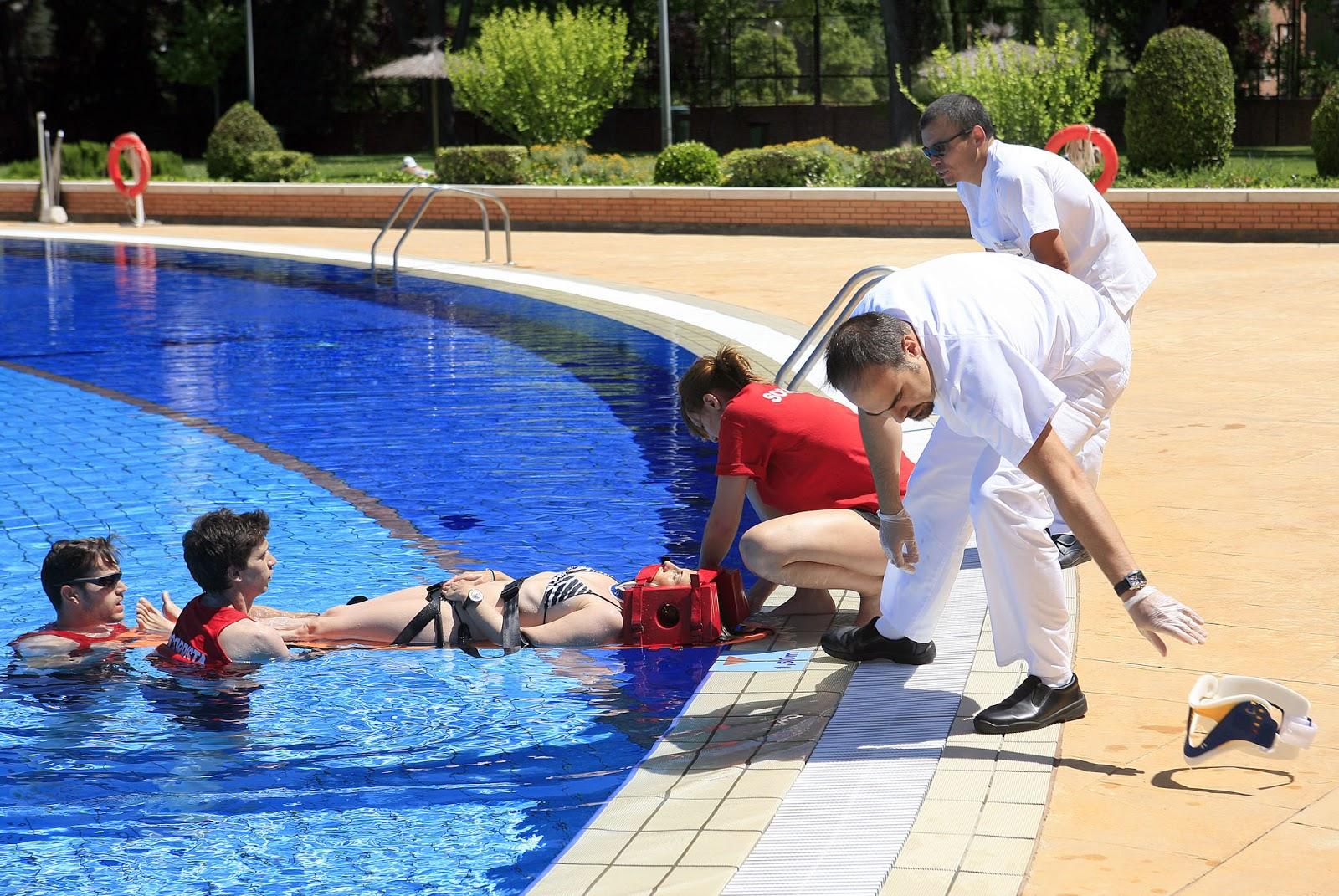 Se ha celebrado un simulacro de emergencias en la piscina for Piscinas en leganes