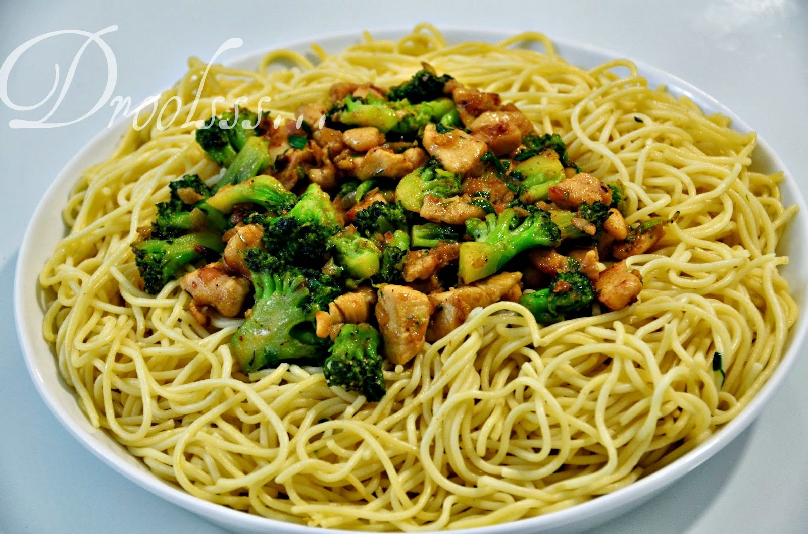 Droolsss . . .: Spaghetti with broccoli and chicken