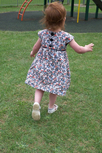 Geranium dress with piping