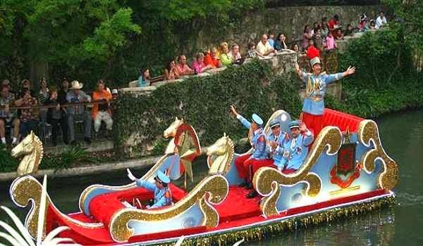Texas-Cavaliers-River-Parade