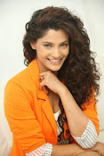 saiyami kher sizzling pics-thumbnail-13