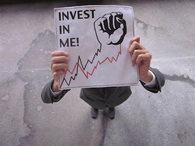 "Thom Truong's ""Invest In Me!"" logo"