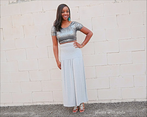 how to wear a maxi skirt, dress up my maxi skirt, how to wear sequins, cute maxi skirt, gray maxi skirt, how to wear a sequin top, silver sequin crop top, jewels with style, black fashion blogger