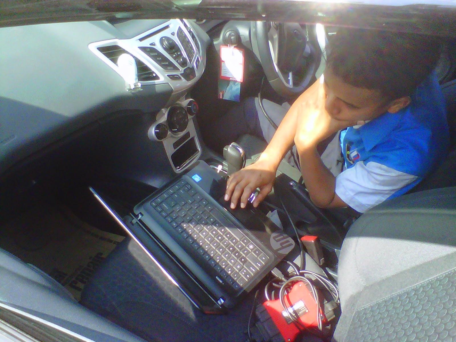 Akirnya Mobil Service Yang Dinantikan Datang Juga Mantab Bawa Laptop Segala Untuk Checking Enginenya Dan Sistemnya