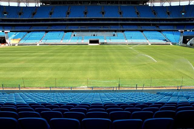 Arena Grêmio tem arquibancadas bem próximas ao campo
