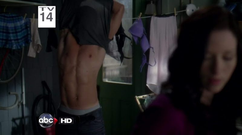 Jesse Williams Shirtless on Grey's Anatomy s7e17