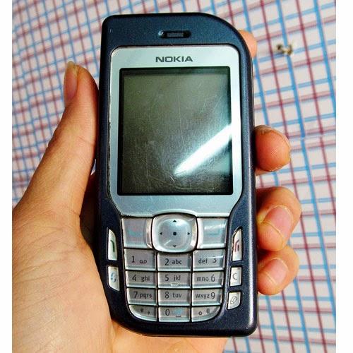 Cần bán điện thoại nokia cũ giá rẻ Nokia 6670 - Điện thoại cổ giá rẻ cho anh em sưu tầm, tất cả nguyên zin, vỏ zin, phím gương cực đẹp, bấm êm, không cứng tí nào. Màn sáng đẹp, không điểm chết, không trăng sao hoa văn luôn, máy đang dùng không lỗi lầm, nghe gọi sóng khỏe, nghe nhạc ok. Hình thức đẹp như ảnh chụp thật ở dưới. Nokia 6670 chạy sybian S60 chạy nhiều ứng dụng cùng lúc, hỗ trợ đầy đủ đa phương tiện, camera, thẻ nhớ nghe nhạc, nghe đài fm radio, java, gprs, cài đặt phần mềm, chơi game lên mạng facebook  Giá: 300.000 (máy,pin) Liên hệ: 0904.691.851 NOKIA 6670 giá 300k bán điện thoại nokia cũ giá rẻ tại hà nội nokia nghe nhạc mp3 thẻ nhớ camera java symbian s60 ban dien thoai cu gia re ha noi, bán điện thoại giá từ 200k, camera, giải trí cơ bản, java, nghe gọi 2 sim 2 sóng, nghe nhạc, nokia, radio FM, thẻ nhớ, symbian