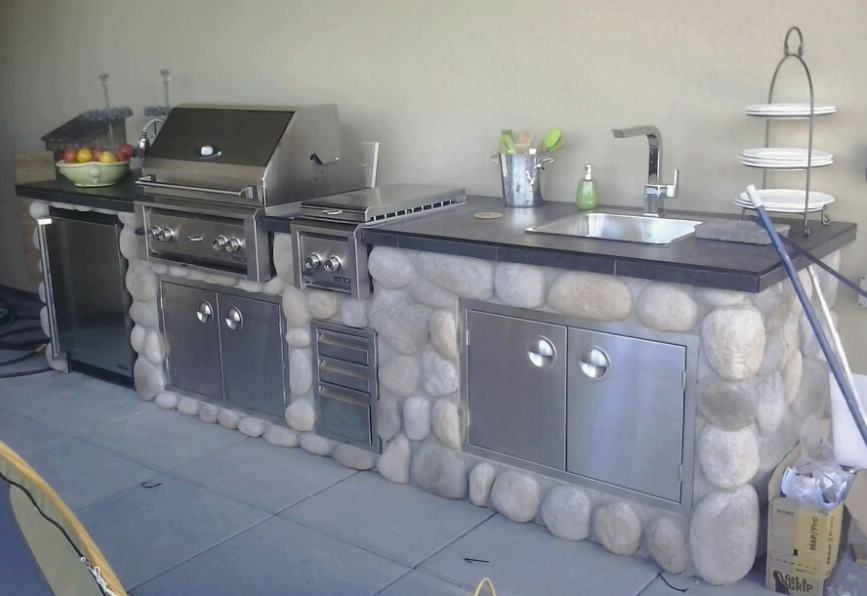 MODE CONCRETE: Outdoor Kitchen with Professional Solid Stainless