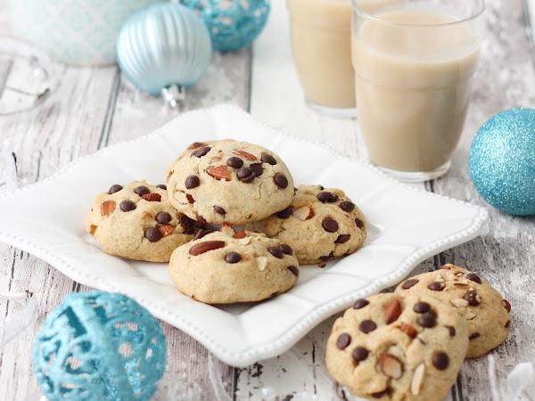 Cookies vegani con mandorle e cioccolato fondente
