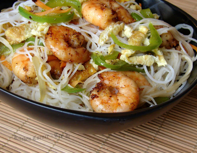 shrimp fried noodles with garlic black garlic and shrimp stir fry stir ...