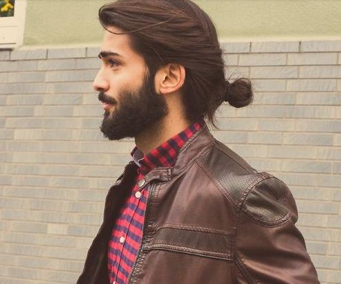 style rambut pria model bun sisi bawah belakang