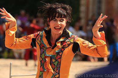 spectacle danse contemporaine couleurs festif déambulation cie Oposito Kori Kori Chamarande Essonne
