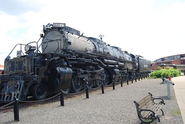 Gambar Kereta Api Lokomotif Uap Bigboy 4-8-8-4 4012 01