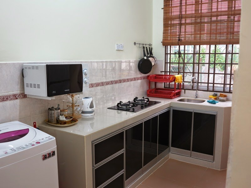 Photo 11: Kitchen