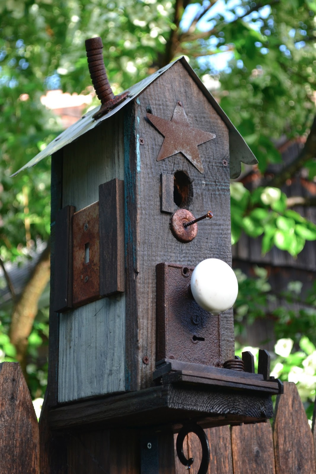 Garden junk homeroad for Simple birdhouse