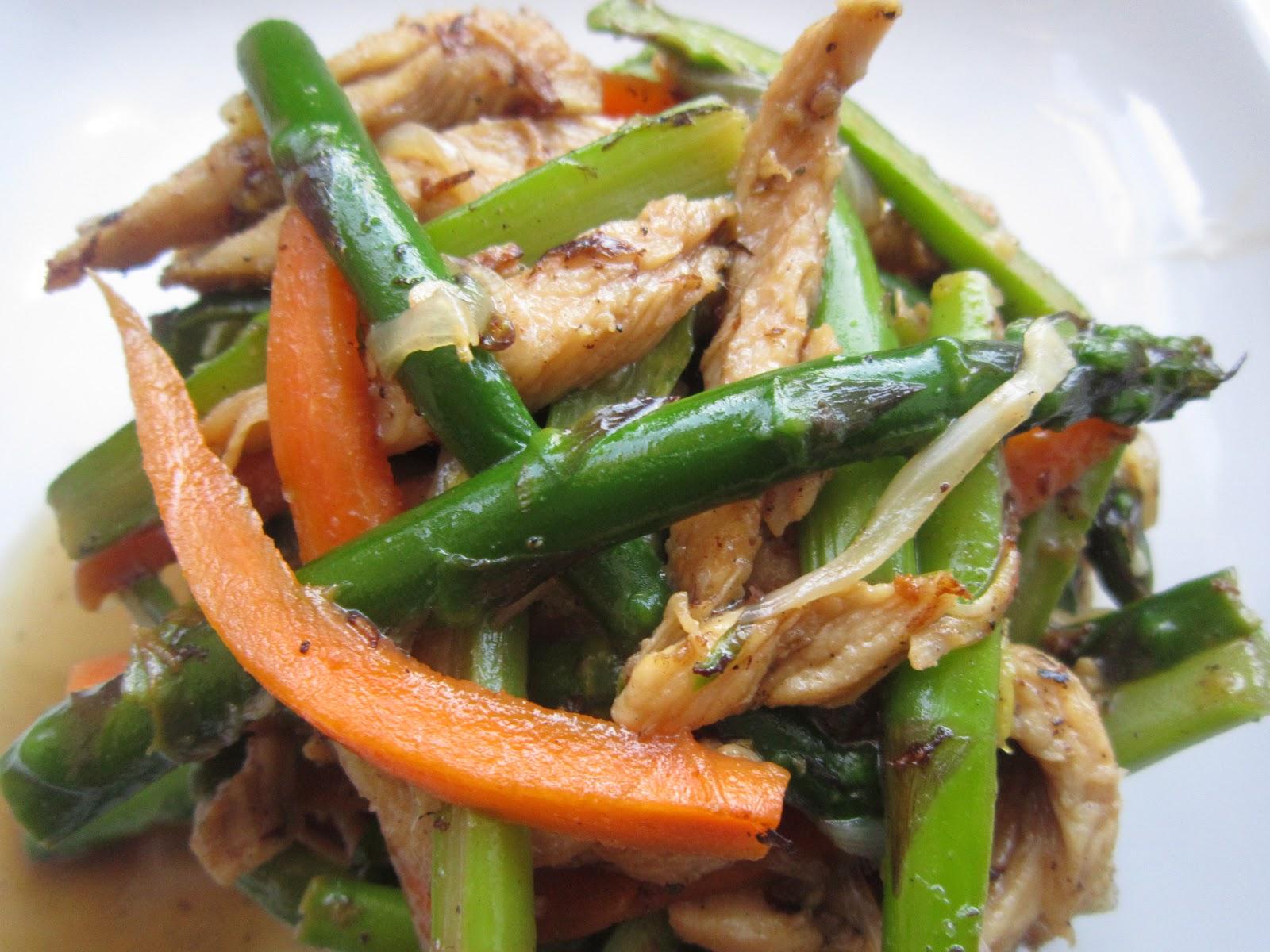 Esp rragos salteados con pollo y zanahoria recetas de cocina - Comidas con esparragos ...