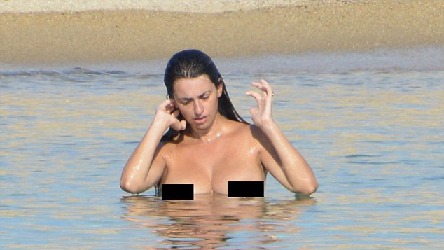 Penelope Cruz Sucking Tits on GotPorn 467913