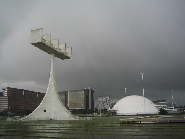 памятник в бразилиа