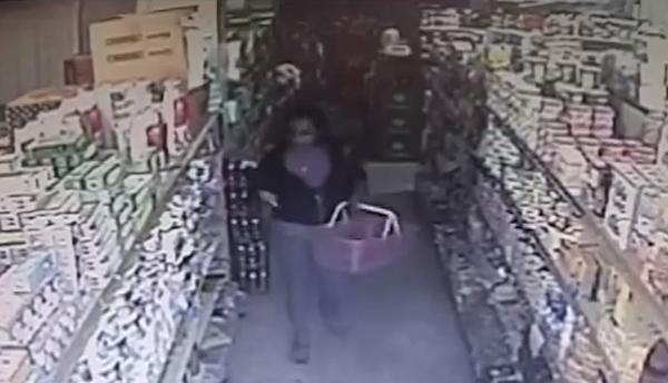 VIDEO – Agarran a una mujer robando en supermercado SFM