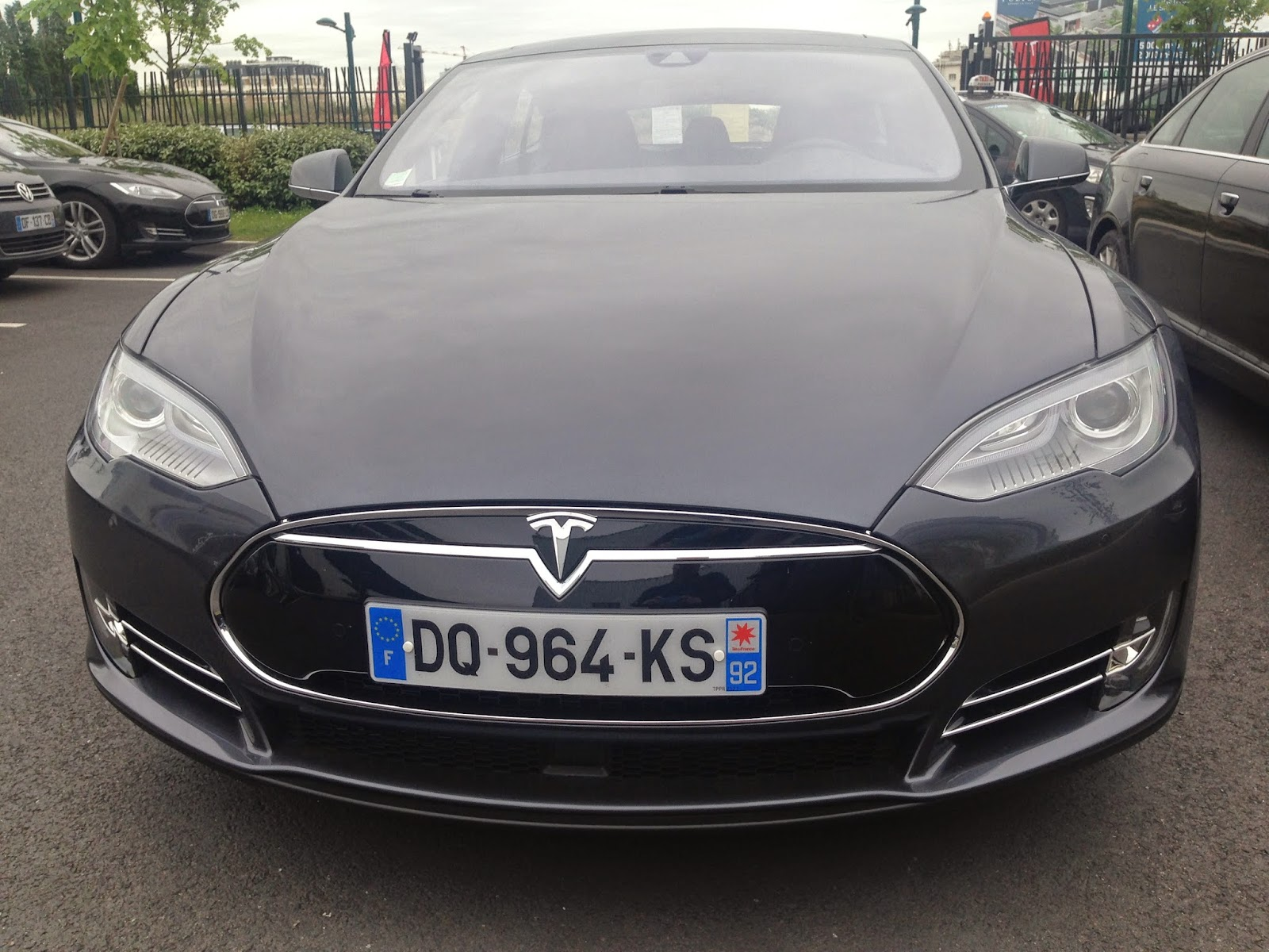 voiture du futur tesla model s dual motor les aides la conduite. Black Bedroom Furniture Sets. Home Design Ideas