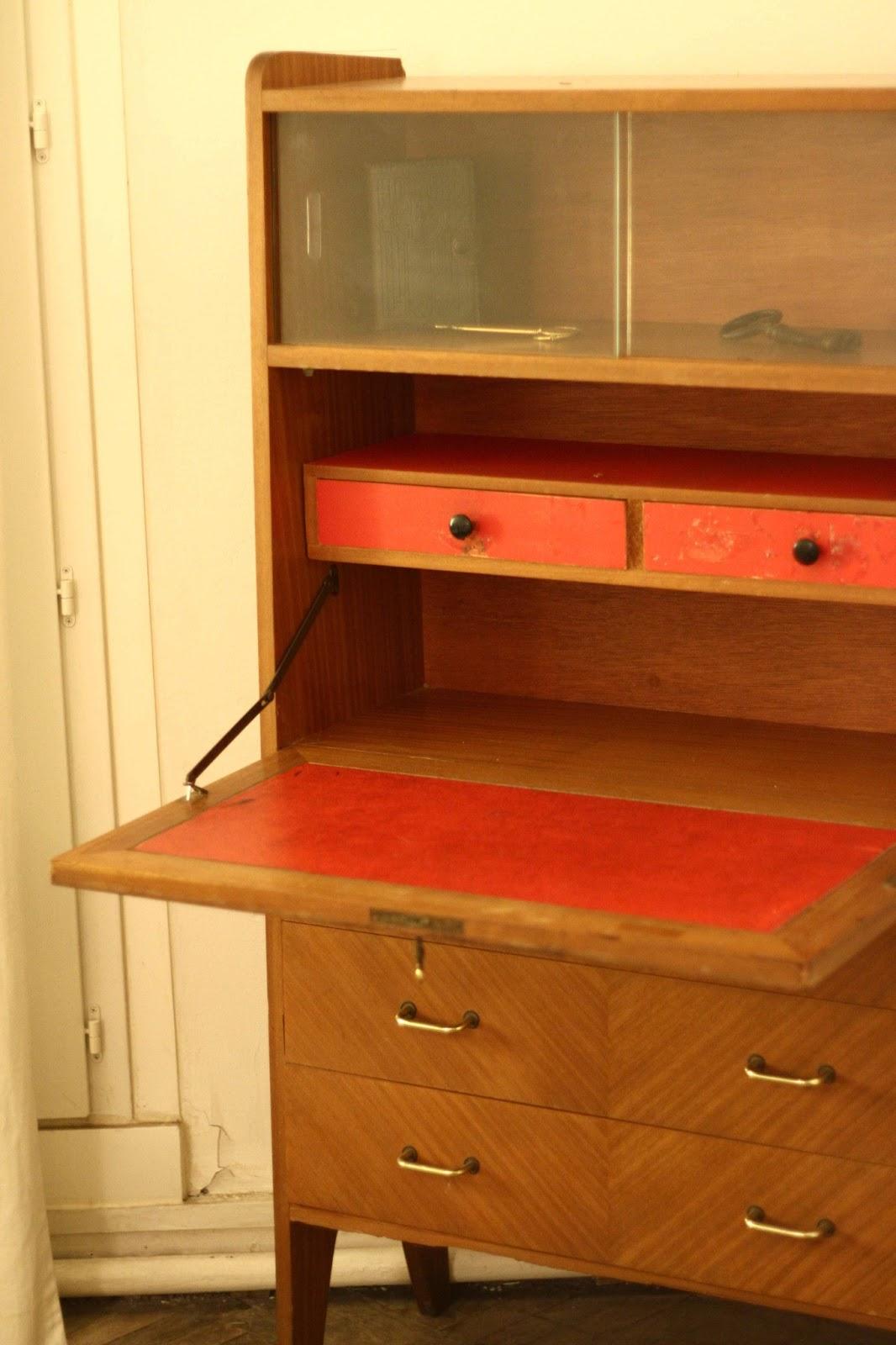 secrétaire a trois tiroirs et laiton