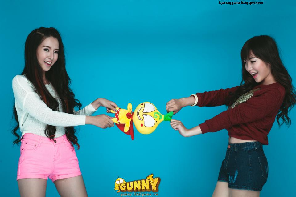 Hai girl xinh tranh nhau củ hành bông gunny