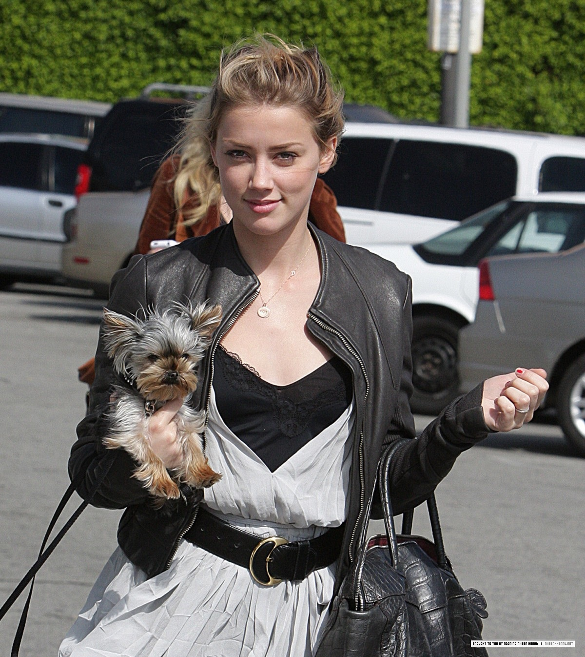 http://1.bp.blogspot.com/-SSyiiyUIUS0/T7XGsMalTbI/AAAAAAAAAME/MOYzuJqUGQA/s1600/amber_heard_out_and_about_may_2008_zeG6OKm.jpg