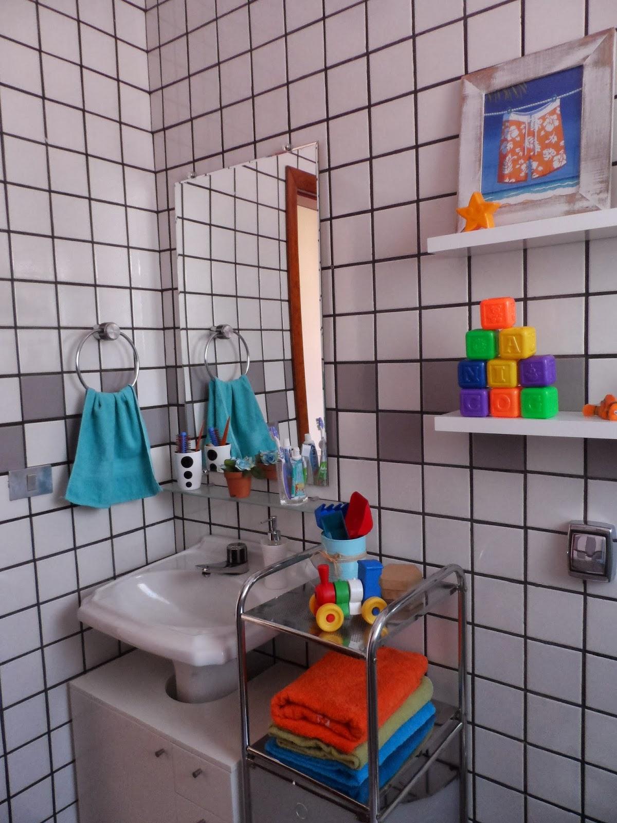 decorar banheiro velho: banheiro quando era só do mais velho, pretendo trocar por um porta