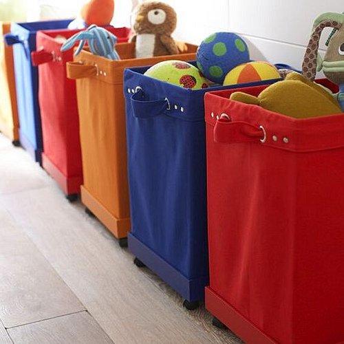 Resultado de imagem para crianças e caixas de brinquedos
