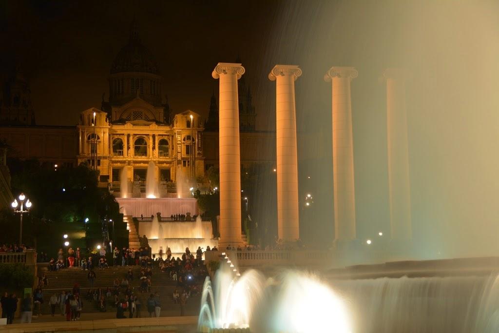 Barcelona by night Amazing water