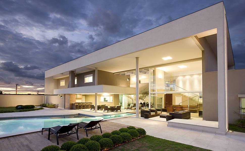 Engarch engenharia piscinas que invadem o interior - Piscina interna casa ...