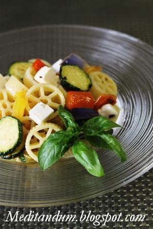 insalata di ruote con verdure e feta