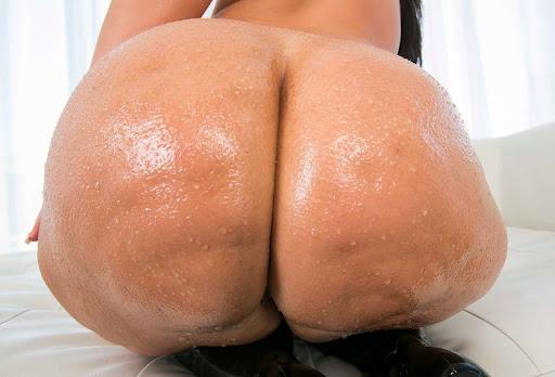 Nackt Bilder : Riesige Cellulite Arsch nass gemacht   nackter arsch.com