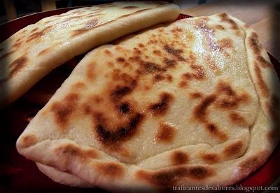 Panes planos de la india: naan y naan de queso