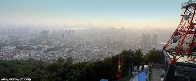 Vista panorámica de Seúl desde la montaña Namsan