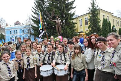 Фото Укринформ: у памятника Пластунам