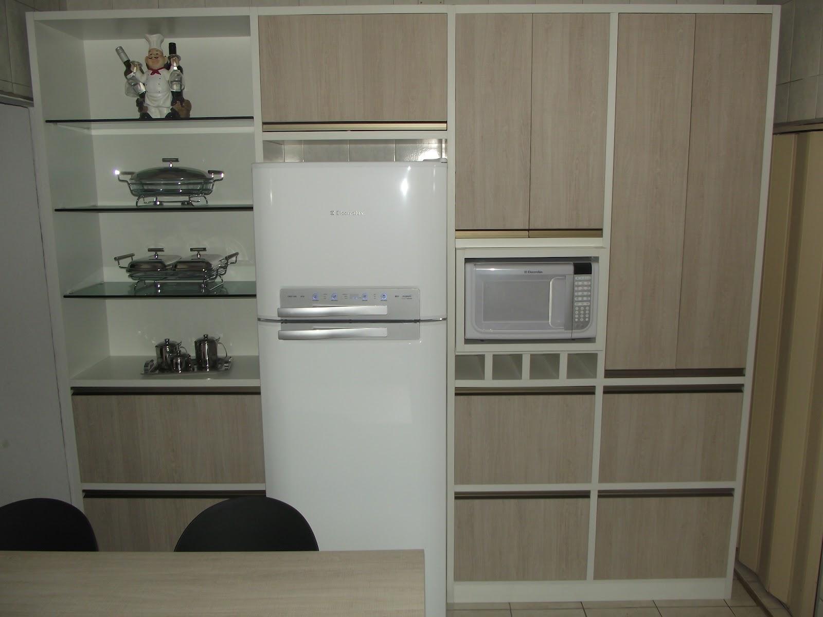 prateleiras de vidro amplas gavetas porta vinho e puxadores de perfil #5A513C 1600x1200