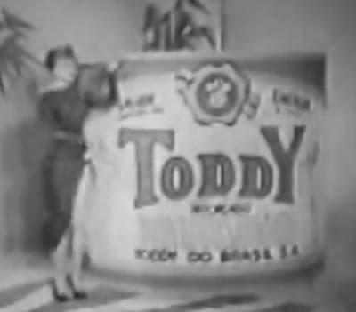 Um dos primeiros comerciais do Toddy na TV brasileira. Cantoras do rádio em 1958.