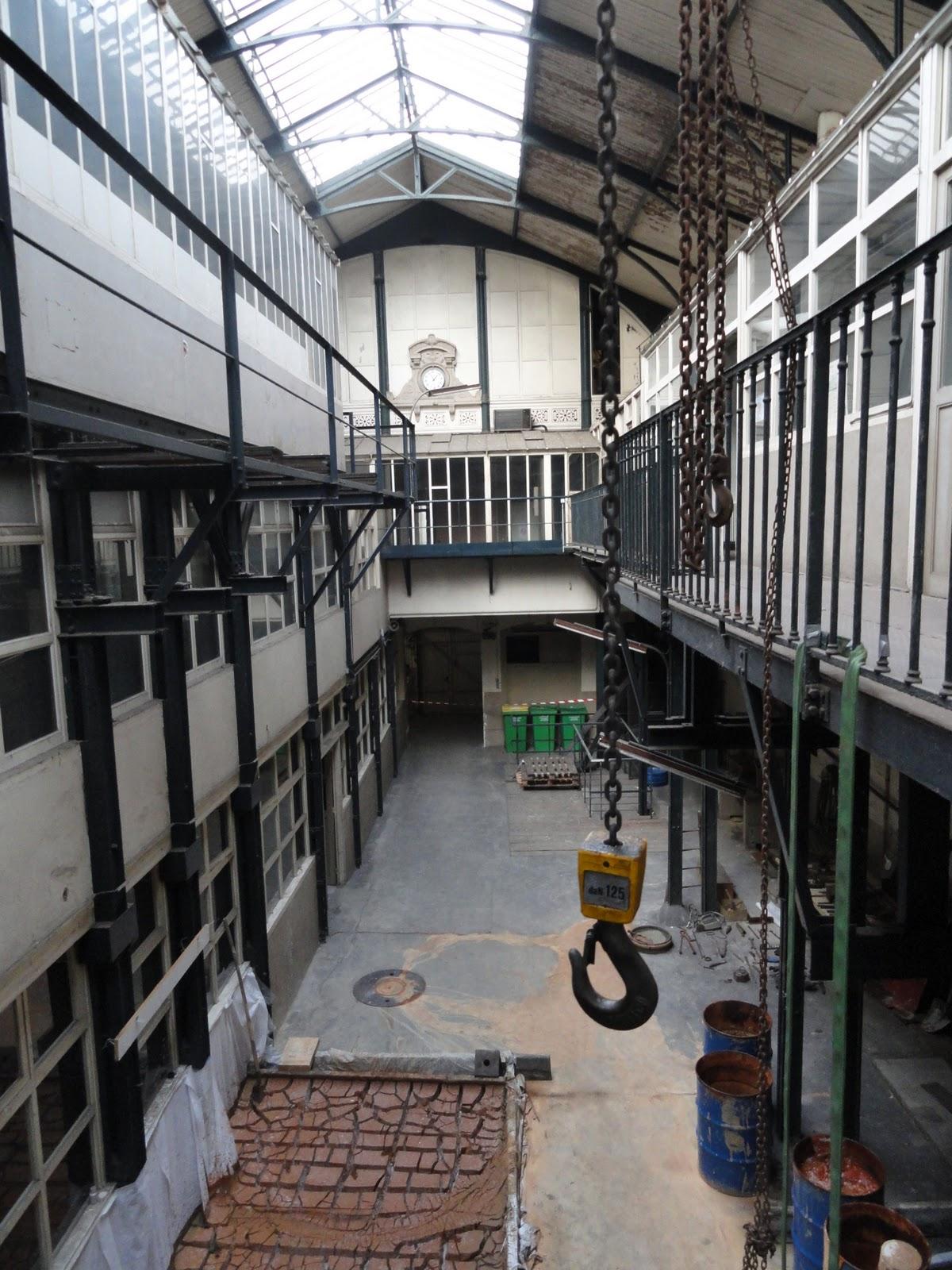 Des usines paris rue des francs bourgeois de l or dans les cendres - Atelier location paris ...