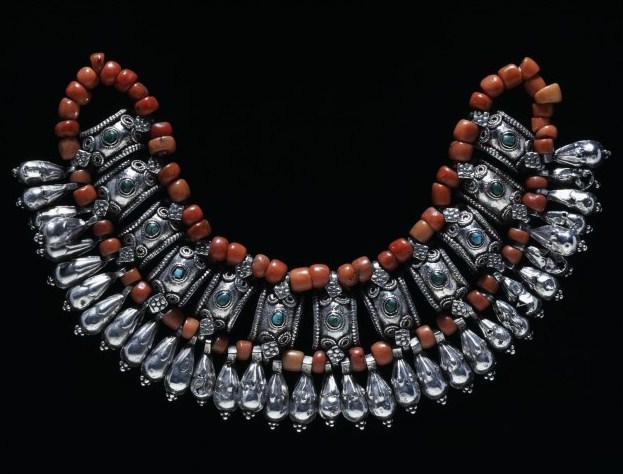19th century necklace from Ladakh with coral beads and silver spacers