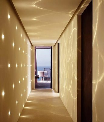 Pintar pasillo estrecho for Como decorar el techo de mi casa